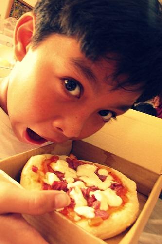 Pembuatan Keju dan Pizza di Dapur Trie's Cheese