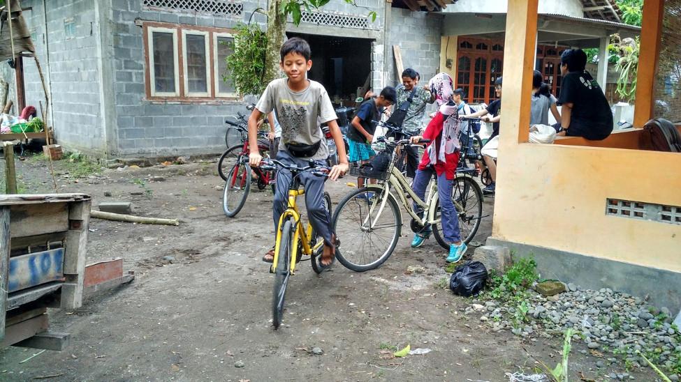 Sepedaan menuju Embung (Akhirnya ke Kolongan)