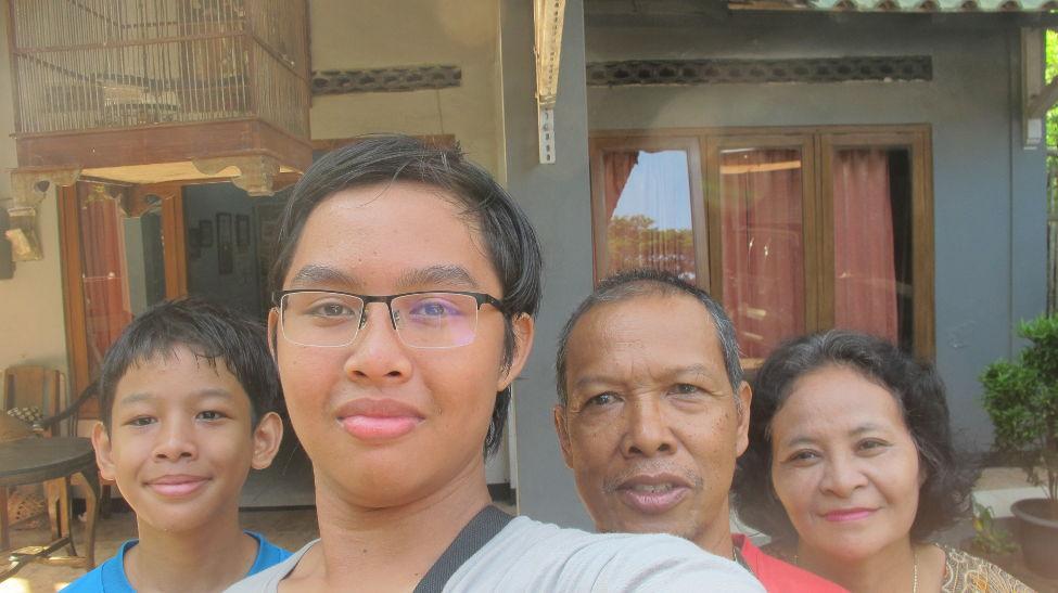 Foto bersama orang tua asuh